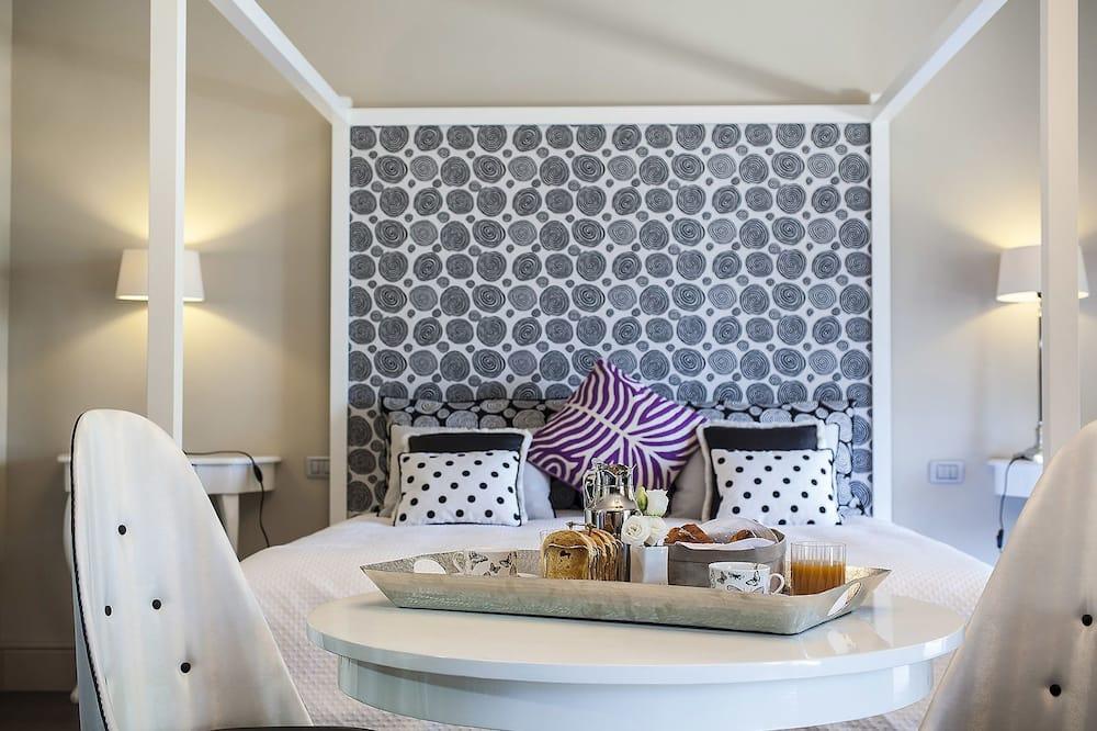 Grand-Suite - Essbereich im Zimmer