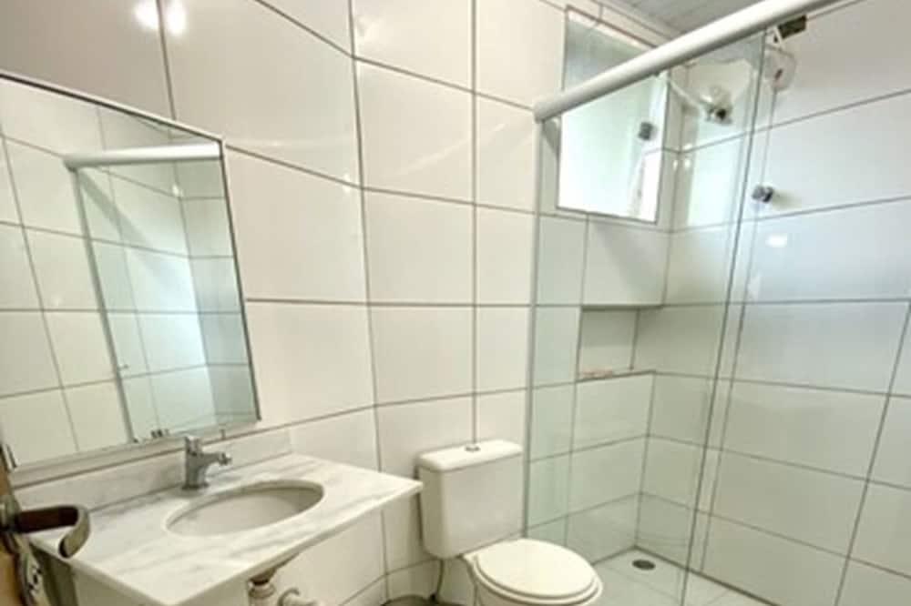 Standard Room, Multiple Bedrooms - Bathroom
