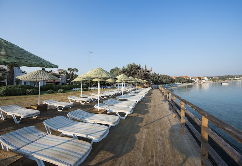 Altin Yunus Apart Beach Plus, Чешме, Пляж