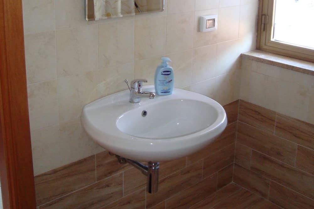 Phòng 4 Tiêu chuẩn, Phòng tắm riêng - Phòng tắm
