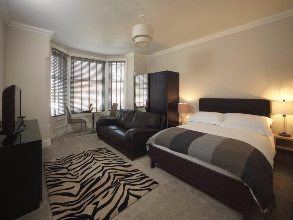 Paramount Apartments, Lytham St. Anneu0027s, Guest Room