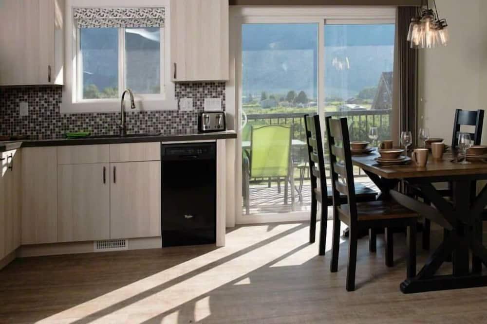 Fairhaven Suite - In-Room Dining