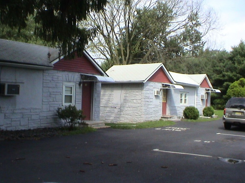 Red Mill Inn Motel Branchburg Cottage Guest Room
