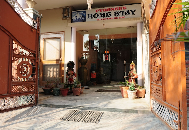 Pyrenees Homestay, Agra, Hotellinngang