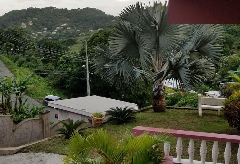 Top Ranking Guesthouse, Speyside, Kahetuba, Vaade aiale