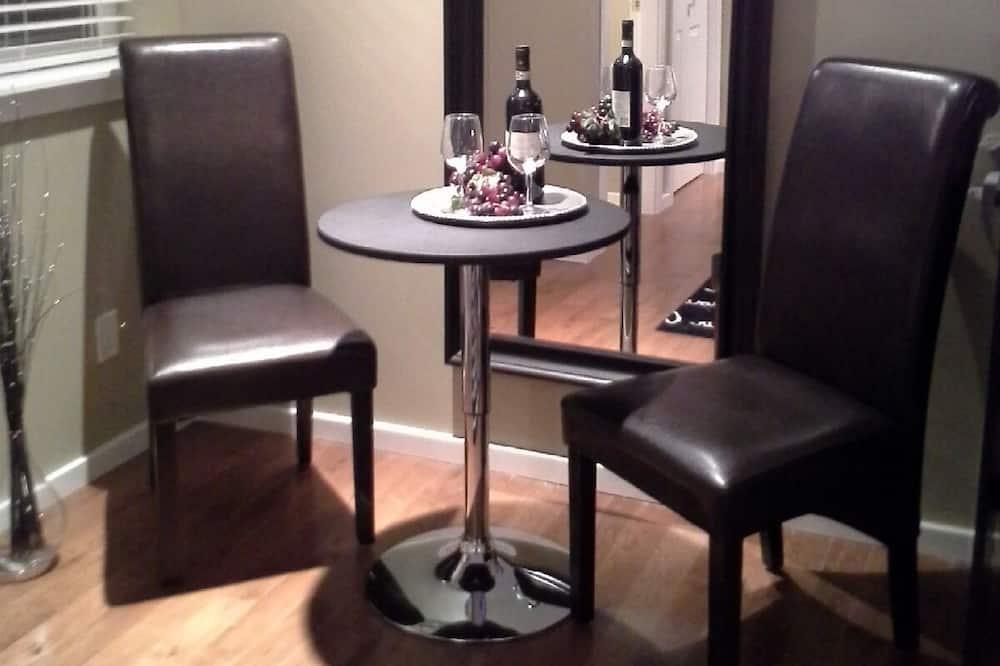 平房, 1 張加大雙人床, 小廚 (Emmy) - 客房內用餐