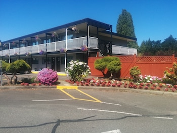 Picture of Paradise Sea Shell Motel in Parksville