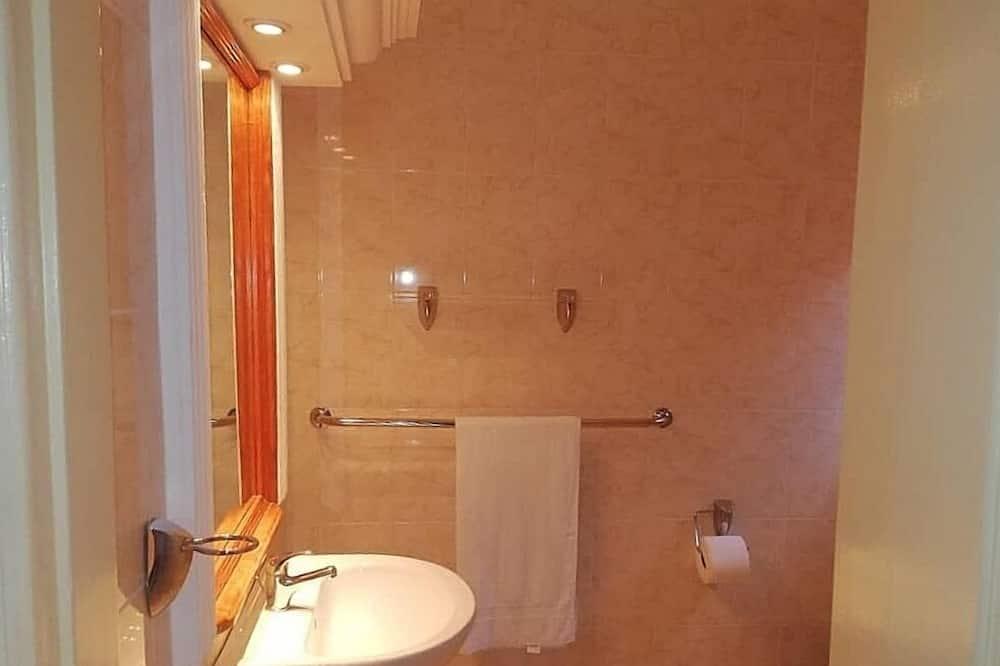 ห้องพรีเมียม, เตียงควีนไซส์ 1 เตียง, ปลอดบุหรี่, ติดสวน - ห้องน้ำ