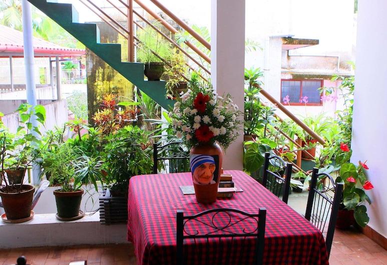 Heavenly Homestay, Kochi, Outdoor Dining