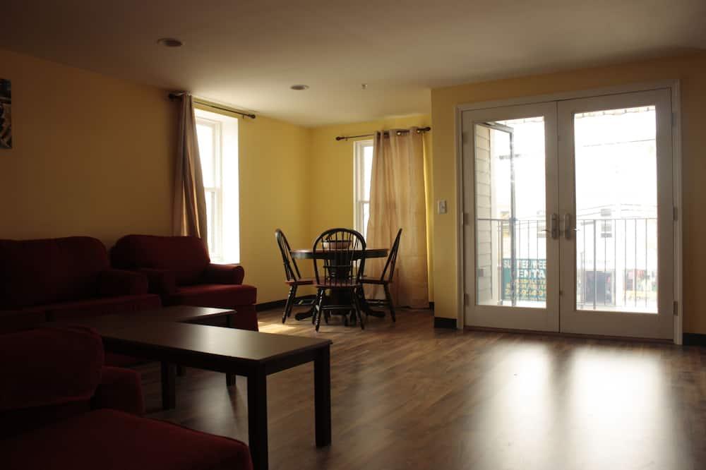 Premium-huoneisto, 3 makuuhuonetta, Kaupunkinäköala - Olohuone
