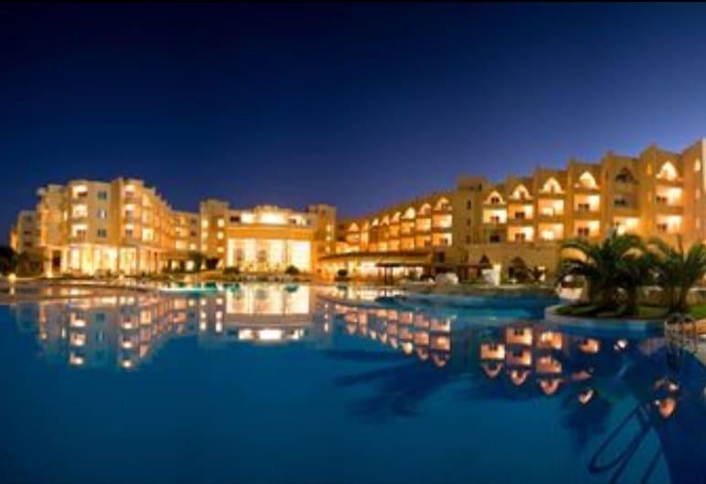Skanes Serail and Aquapark, Монастир, Фасад готелю (вечір/ніч)