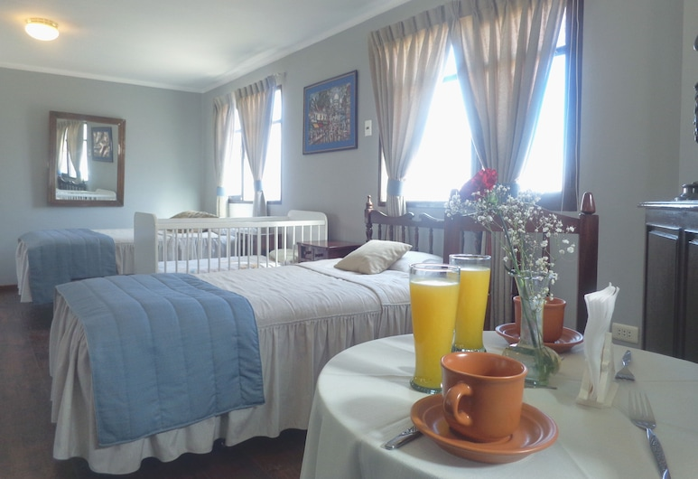 Hostal Colonial, Sucre, Family Room, Guest Room