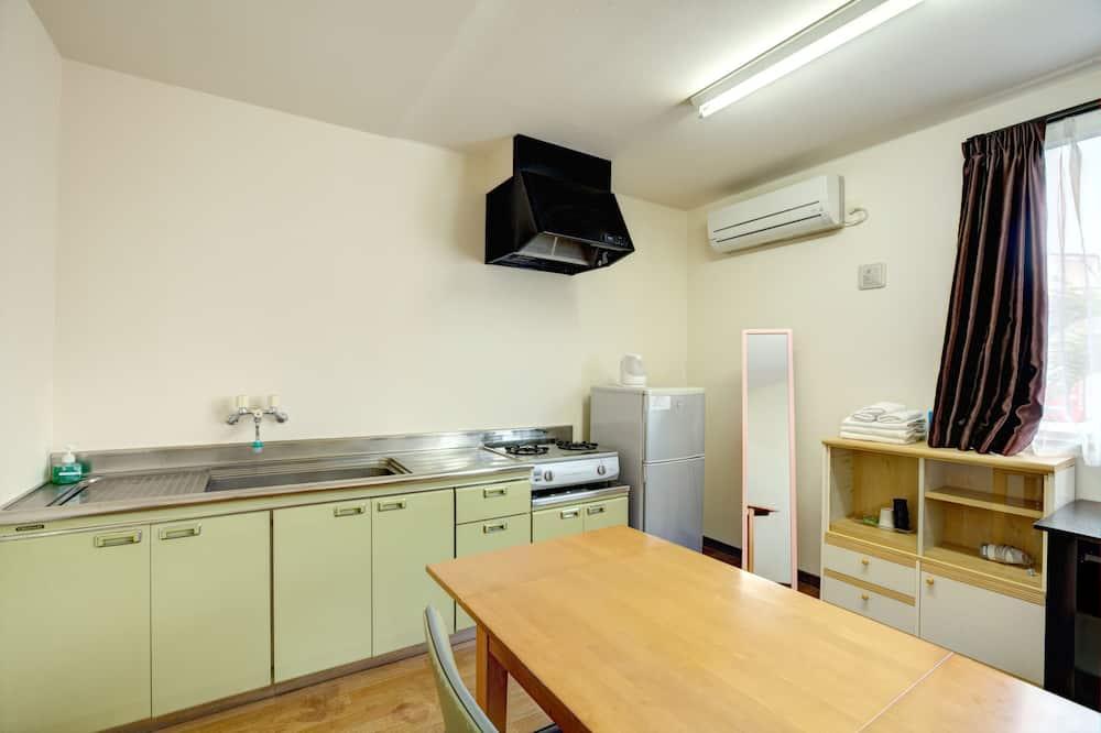 Семейный номер, для некурящих - Обед в номере