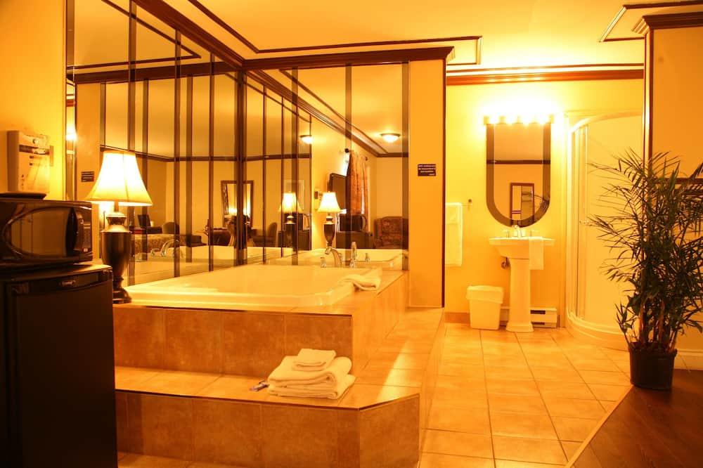 ห้องสวีท, เตียงคิงไซส์ 1 เตียง, อ่างน้ำวน (Hotel) - ห้องน้ำ