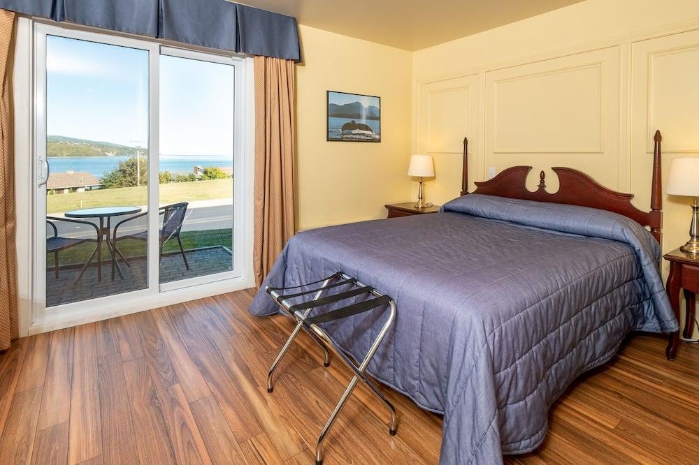 Standard Room, 1 Queen Bed - Water view