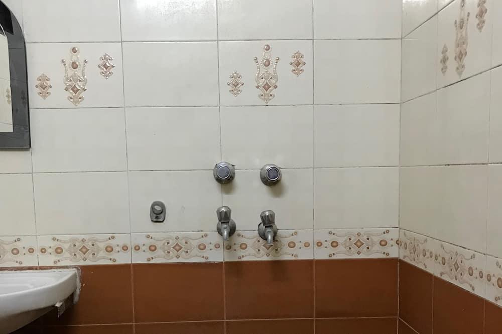 Deluxe Triple Room (AC) - Bathroom