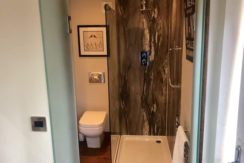 Izba typu Basic, 1 dvojlôžko, vlastná kúpeľňa, vedľajšia budova - Kúpeľňa