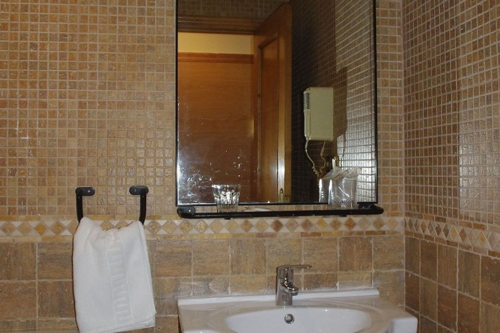 Double Room with Extra Bed (2 Adults + 1 Child) - Bathroom