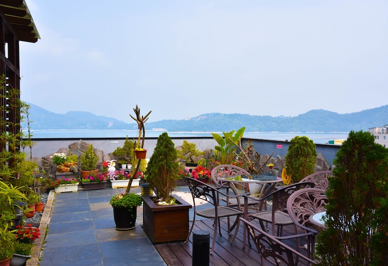 Cherry Feast Resort, Yuchi, Garden