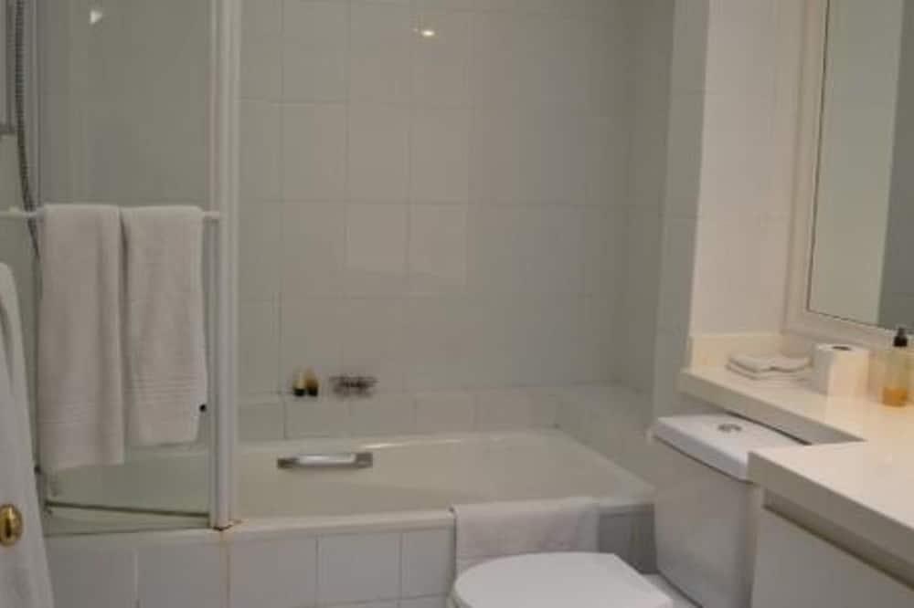 Comfort Double or Twin Room (Garden Facing) - Bathroom