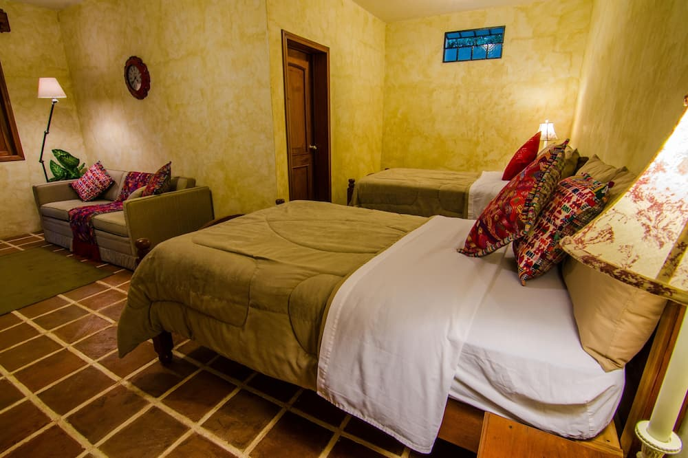 Deluxe Triple Room, 2 Double Beds - Bathroom