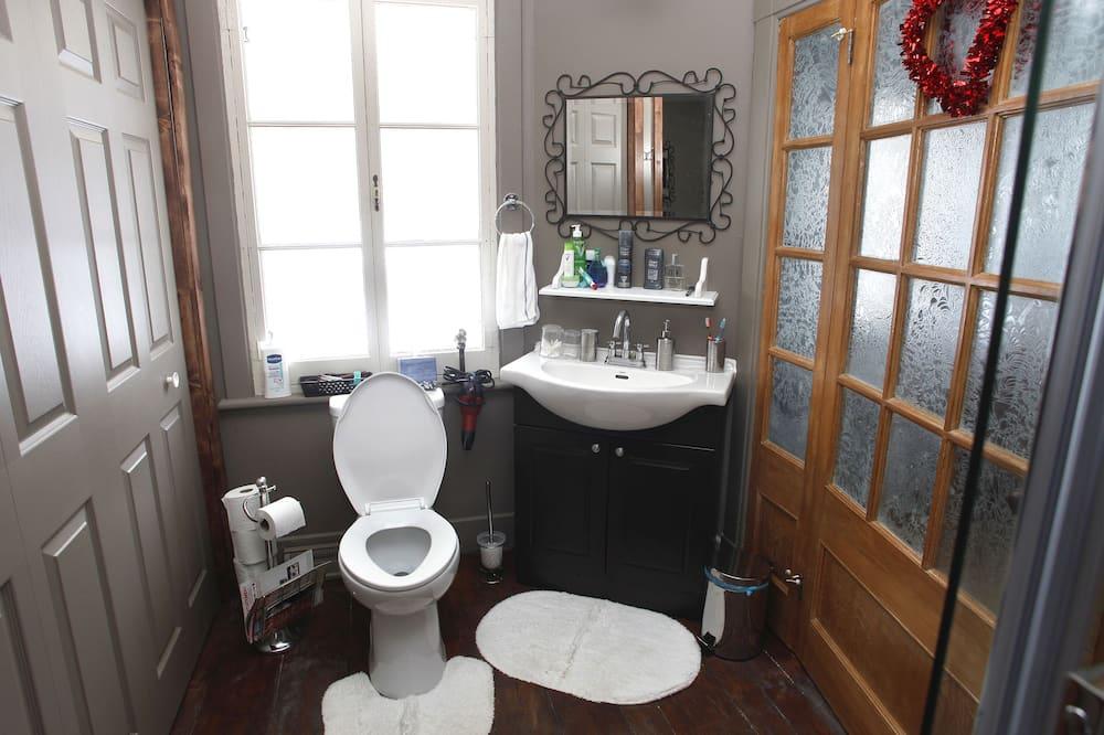 Standard Room, 1 Double Bed, Shared Bathroom - Bathroom