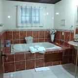 Chalet (Master) - Bathroom