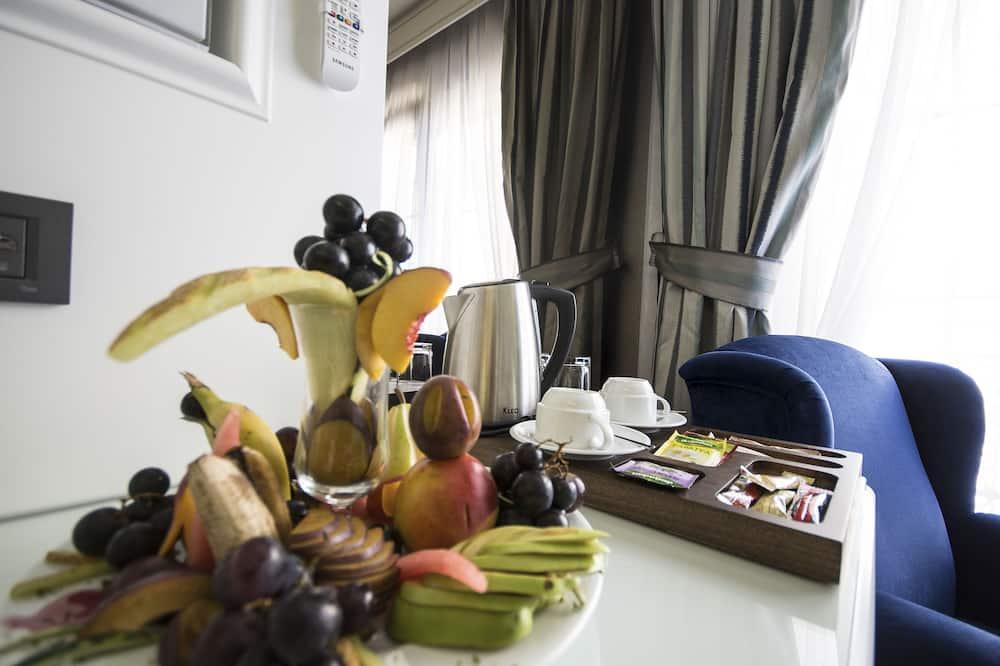 Connecting Triple Room - אזור אוכל בחדר