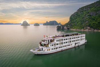 Picture of Huong Hai Sealife Cruise in Halong