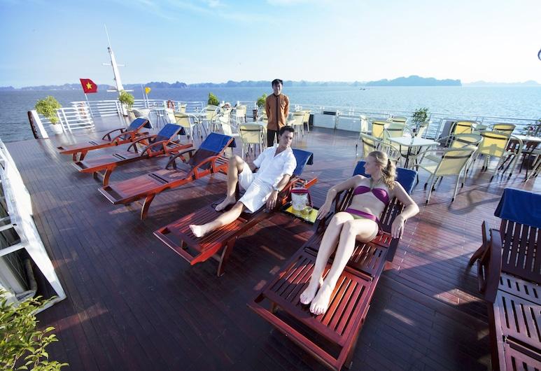 Huong Hai Sealife Cruise, Hạ Long, Sonnenterrasse