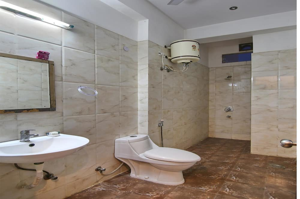 Стандартный двухместный номер с 1 или 2 кроватями, 1 двуспальная кровать, отдельная ванная комната - Ванная комната