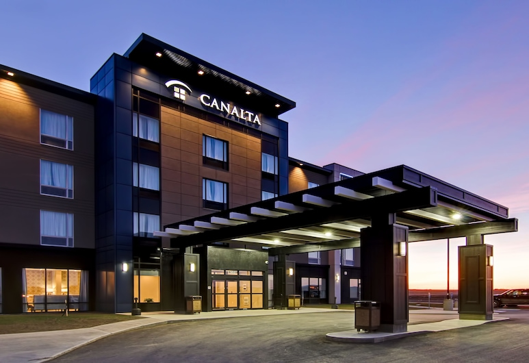 Canalta Kindersley, Kindersley, Hotel Front – Evening/Night