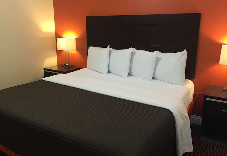 Convention Center Inn and Suites, San Jose, Junior Suite, Multiple Beds, Living Area