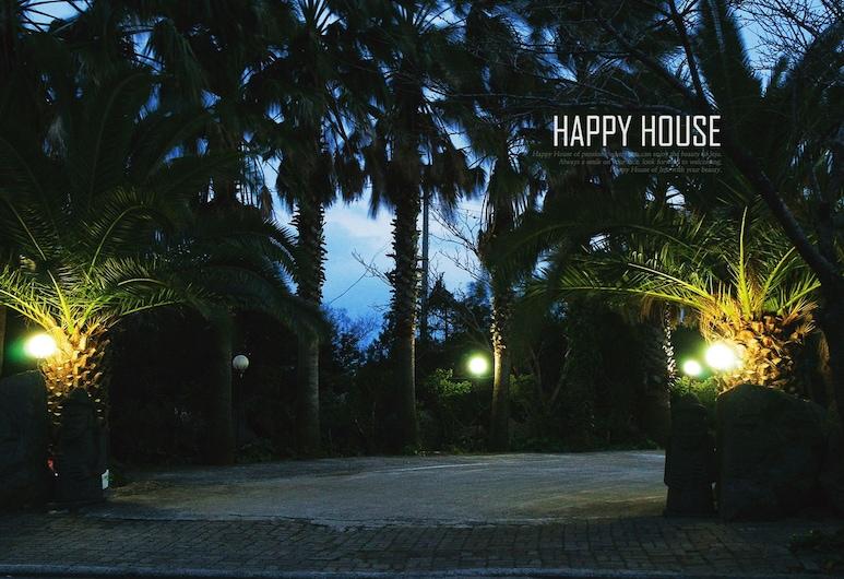 快樂之家, 西歸浦, 住宿正面 - 夜景