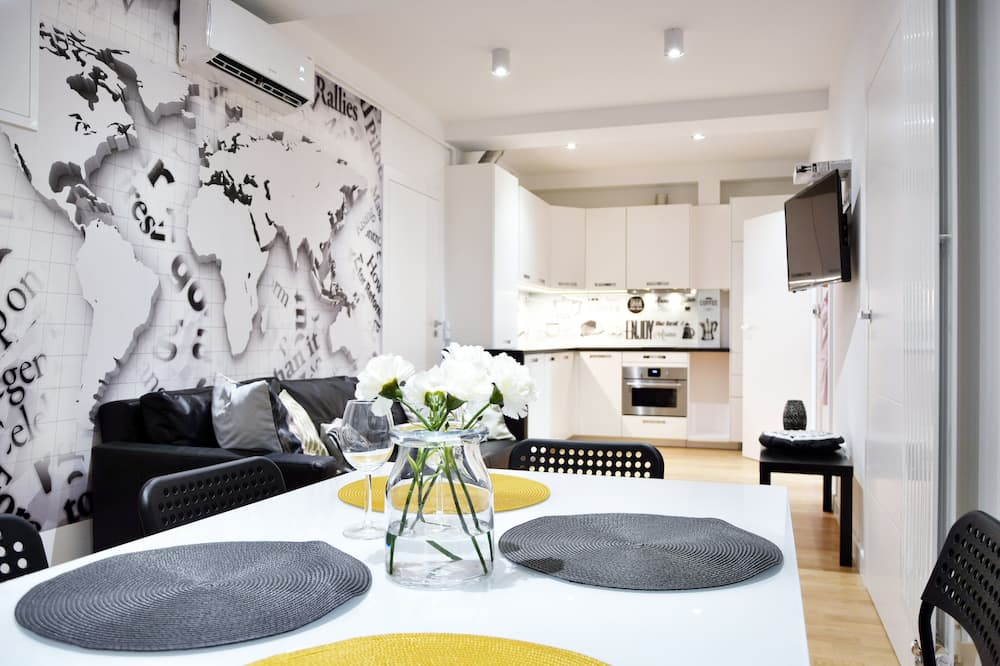 Superior Apartment, 2 Bedrooms, Kitchen (10 B) - Living Area