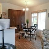 Коттедж, 1 спальня, кухня (Tumbled Quartz Lot 5) - Зона гостиной