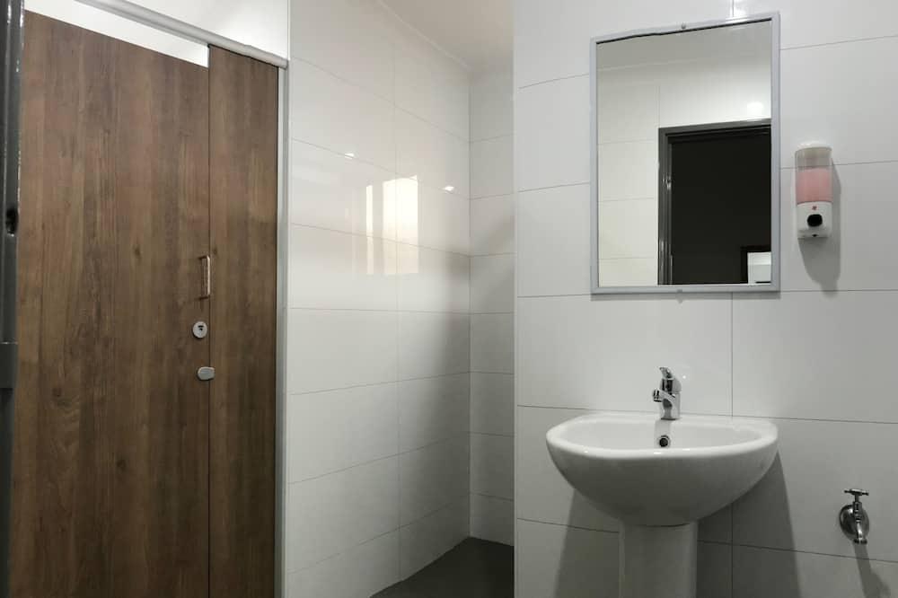 Ubytování ve společné místnosti, pouze pro ženy - Koupelna