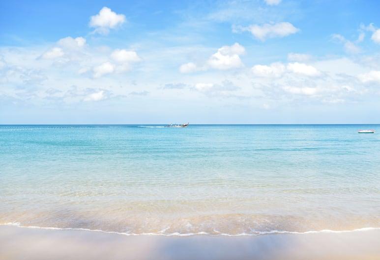 카시아 푸껫, Choeng Thale, 해변