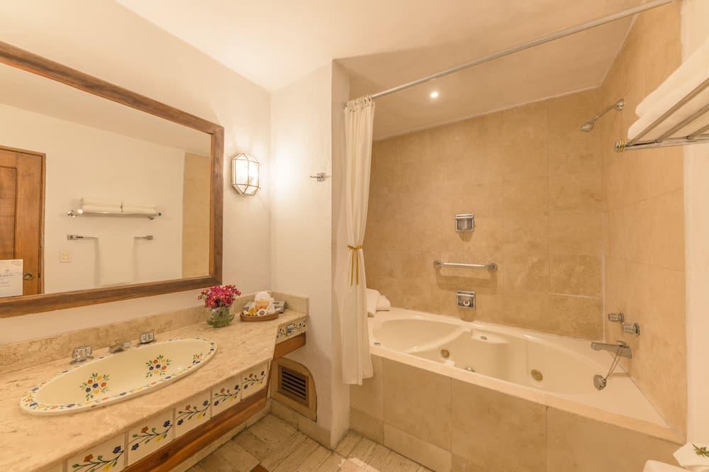 Standard Room, 1 King Bed (Plus) - Bathroom