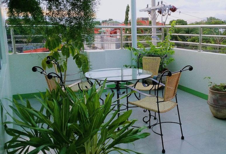 Aurora 2013 Guest House, Iloilo, Teras/Veranda