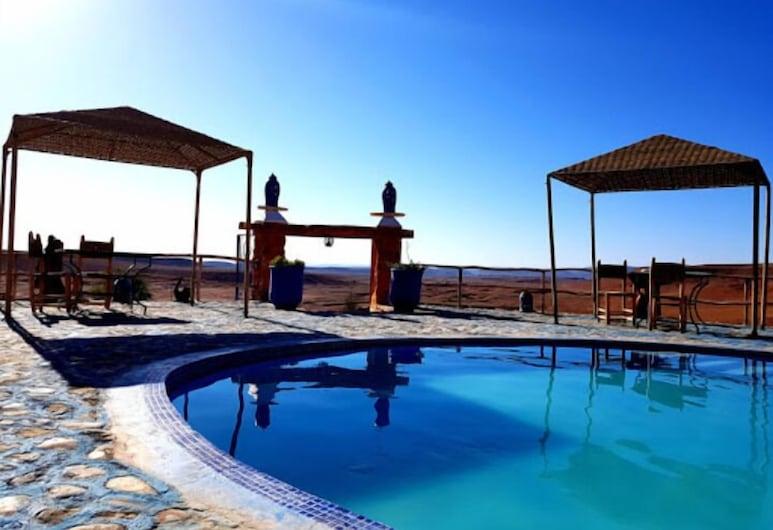 Paradise of Silence, Αΐτ-Μπεν-Χαντού, Εξωτερική πισίνα