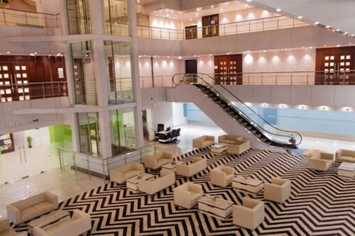 拜克蘇拉吉廣場酒店/