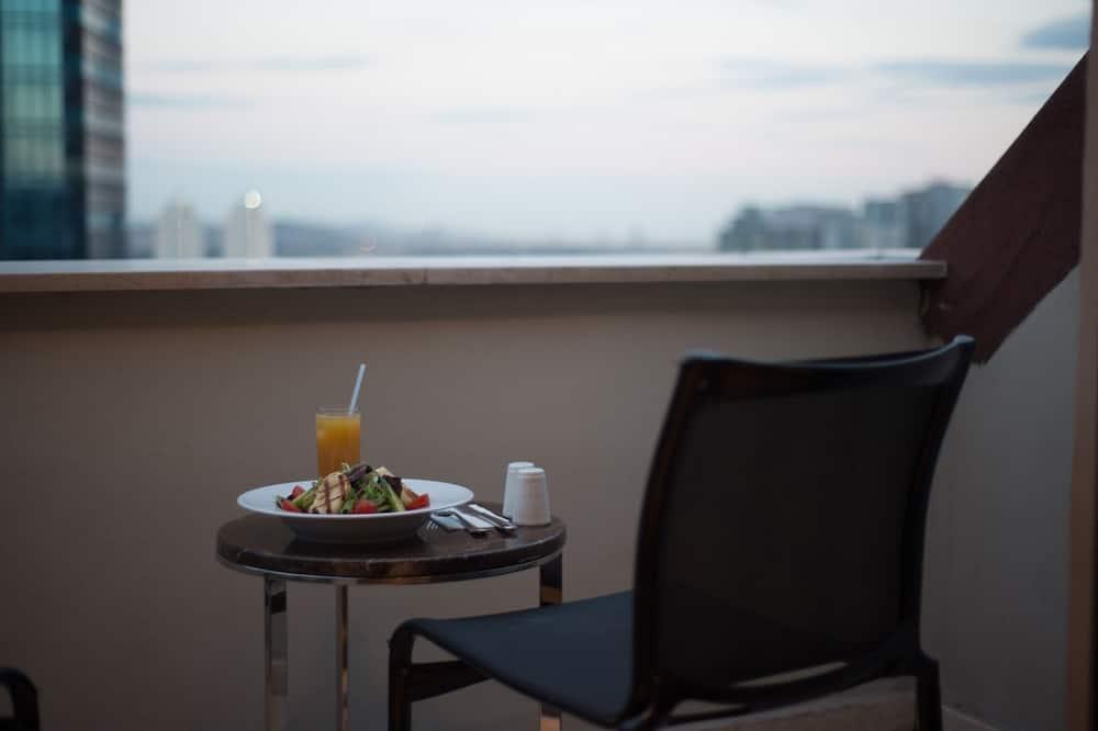 Loft Suit - شُرفة