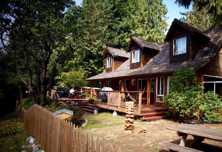 Up The Creek Backpacker's Lodge, Roberts Creek
