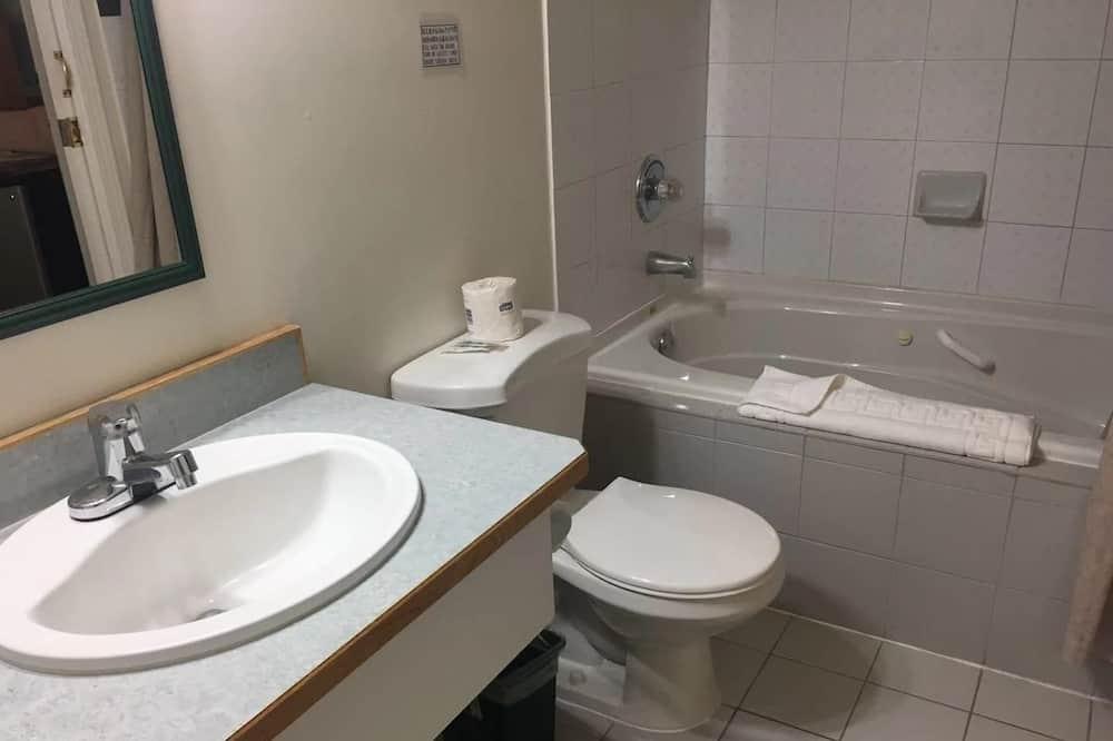Двухместный номер «Эконом» с 1 двуспальной кроватью, 1 двуспальная кровать - Ванная комната