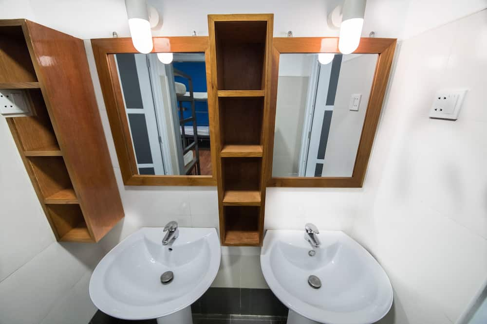 Koplietojuma guļamzāle, abu dzimumu guļamzāle (8 Beds) - Vannasistaba