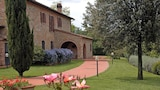 Choose this Villa in Montaione - Online Room Reservations