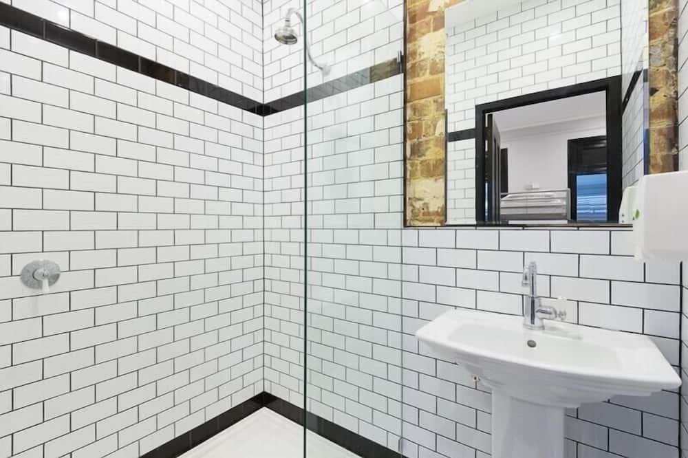 Spoločná zdieľaná izba, spoločná izba pre mužov aj ženy, vlastná kúpeľňa (12 Bed) - Kúpeľňa