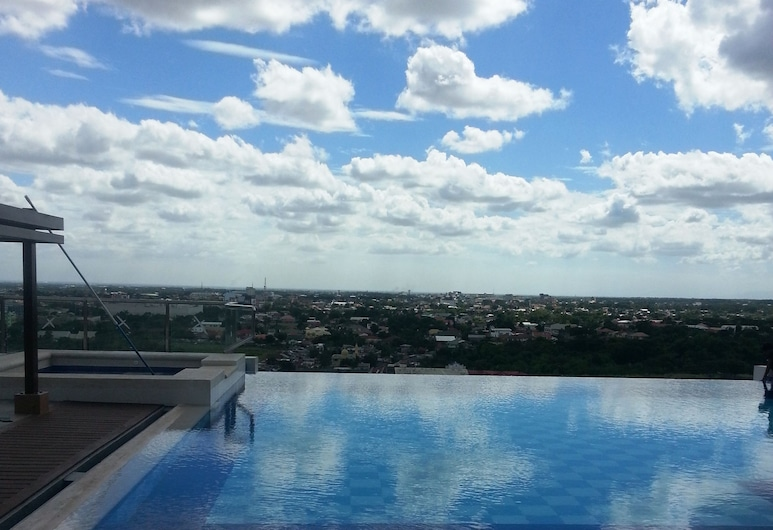 Central Park Tower Resort, Angeles City, Infinity Pool
