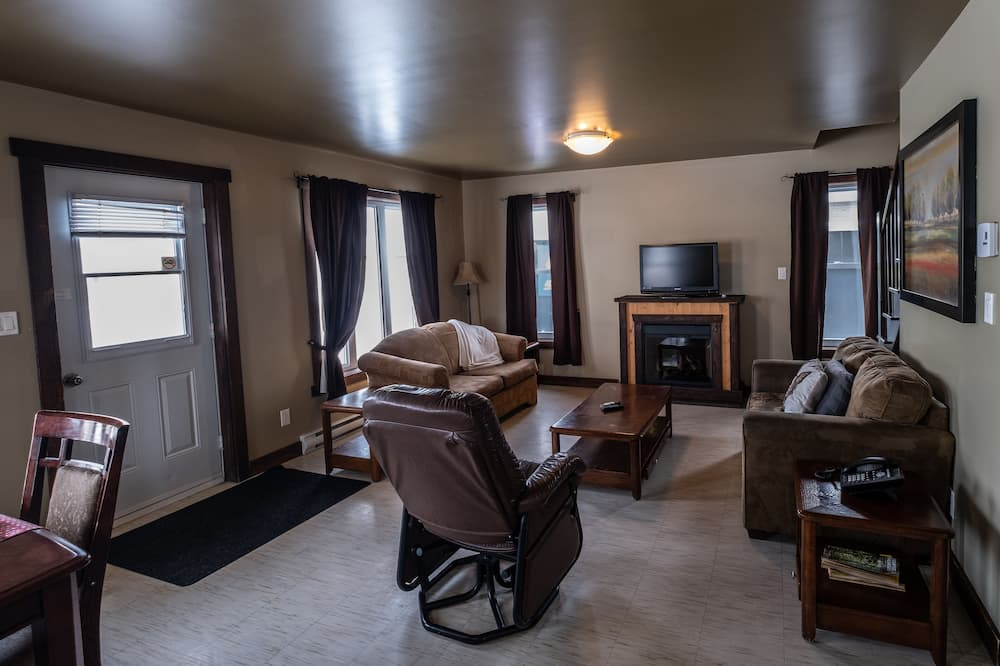 Superior Cottage, 3 Bedrooms, Ocean View - Living Room